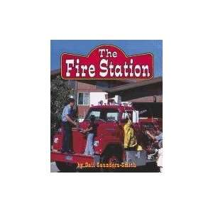 The Fire Station (Field Trips (Capstone)) Gail Saunders Smith