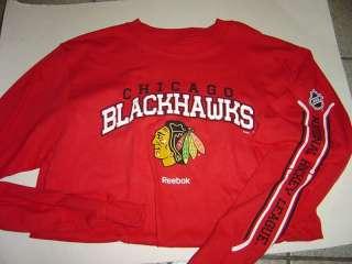 MENS CHICAGO BLACKHAWKS RED L/S TSHIRT & GREY SWEATSHIRT SIZE M