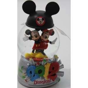 Disney 2012 Mickey & Minnie Mouse Snow Globe   Disney Parks Exclusive