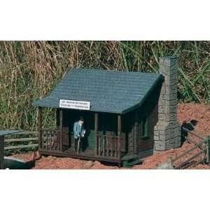 DR REYNOLDS COUNTRY HOME   PIKO G SCALE MODEL TRAIN BUILDINGS 62104