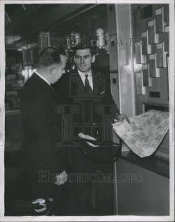 1937 Press Photo Pa RR Harvld Patt Ford Motor Company