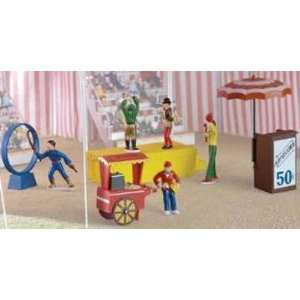 Lionel LIO21325 Ringmser and Friends Circus Figures oys & Games