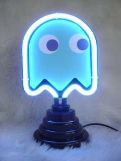 This new PACMAN neon light with table top stand will getyou a lot of